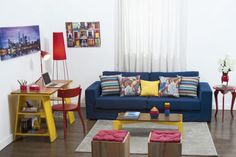 Salas pequenas reformadas podem unir trabalho e lazer.