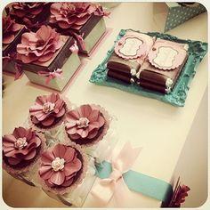 #scrapfesta#scrapfestabyivylarrea #decor#floresdepapel #lembrancas#chocolates#rotulos#fitas#lembrancinha #lembrancadeluxo