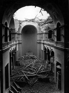 Ruine der Allerheiligen Hofkirche in München, 1944/45 Timeline Classics/Timeline Images #Luftangriff #Bombadierung #Destruction #Bombing #Munich #Schutt