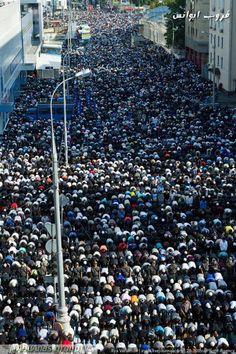 170,000 Muslims Attend Eid al-Fitr 2012 Prayers in Moscow Streets