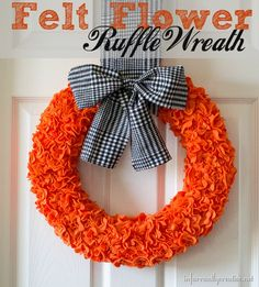 Halloween Felt Flower Ruffle Wreath from 'beckerella' Munson 'beckerella' Munson 'beckerella' Munson Farrant {infarrantly creative} Halloween Felt, Holidays Halloween, Halloween Crafts, Holiday Crafts, Holiday Fun, Halloween Ideas, Holiday Ideas, Holiday Decor, Twig Wreath