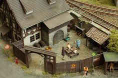 N Scale Layouts, Fine Arts School, 3d Chalk Art, Model Train Layouts, Model Trains, Art Decor, Scenery, Miniatures, House Styles
