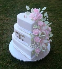 Wedding cake by AndyCake - http://cakesdecor.com/cakes/297522-wedding-cake
