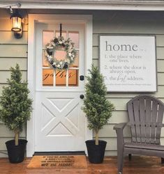 farmhouse front door entrance design ideas tips on selecting your front doors 1 Home Porch, House With Porch, Porch Roof, Front Door Entrance, Front Door Decor, Front Doors, Fromt Porch Decor, Front Porch Decorations, Fromt Porch Ideas