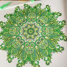 Uit het enige echte mandala kleurboek, met gelpens.