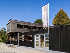 Dura Akzent - schwarze Holzfassade | Fassade: schwarz, mattschwarz, matt, Wandverkleidung, Leistenfassade, farbig, 3D Fassade, #Design #Architektur #Fassaden