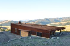 new caelifera one-bedroom mountainside cabin by johnston architects