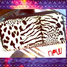 Z͎e͎b͎r͎a͎ P͎r͎i͎n͎t͎ Zip-up Wallet! SALE• ! Cute Zebra Print design! Has plenty of room in interior! 2 Separate zippers!! Flexible with pricing and bundles :) S҉A҉L҉E҉!     ADD to a discounted BUNDLE ☺️ Joyce Leslie Bags Wallets