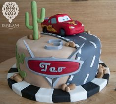 Rayo McQueen para Teo Disney Cars Cake, Disney Cars Birthday, Cars Birthday Parties, Disney Cakes, Lightning Mcqueen Cake, Lightening Mcqueen Birthday Cake, Toy Story Cupcakes, Festa Hot Wheels, Queen Cakes