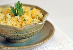 Esse arroz é uma ótima opção para variar o arroz branco de cada dia. É ótimo para acompanhar grelhados. O sabor do gengibre é bastante suave, mas se você não curte, é só não usar e seguir a receita…