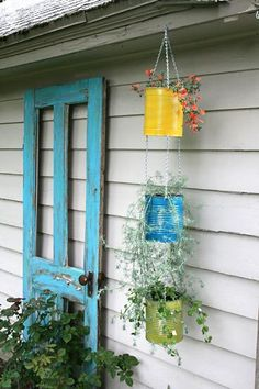 Tin can vertical garden.or just tin can planters! Garden Crafts, Garden Projects, Diy Crafts, Tin Can Crafts, Coffee Can Crafts, Yard Art Crafts, Homemade Crafts, Fun Projects, Project Ideas