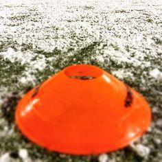 Fußball mit Biss! Vorbereitung auf die Aufstiegsrunde mit dem Sponsoring von proDente. #Fußball #Sponsoring #prodente #trikotsponsoring #werbung #zähne #zahngesundheit #Schnee #snow #football #soccer #training #konditionstraining #Jugendfussball #Jugendfußball
