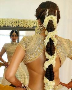 Back Blouse Designs We Are Totally Crushing On! South Indian Wedding Hairstyles, Bridal Hairstyle Indian Wedding, Bridal Hair Buns, Bridal Hairdo, Indian Bridal Outfits, Indian Bridal Makeup, Engagement Hairstyles, Bride Hairstyles, Saree Hairstyles