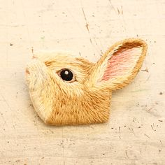 Embroidery rabbit フェルト刺繍のうさぎのブローチ by PieniSieni