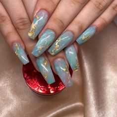 Gold Foil Blue Nail Art Idea Many women prefer to visit the hairdresser even though they do not have time … Jade Nails, Aycrlic Nails, Foil Nails, Manicure, Nail Design Stiletto, Nail Design Glitter, Winter Nail Art, Winter Nails, Nail Art Designs