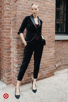 Top a simple cami and slim-cut pants with a structured blazer for an easy holiday look. Edgy Outfits, Classy Outfits, Cute Outfits, Suit Fashion, High Fashion, Fashion Outfits, Womens Fashion, Looks Black, Couture