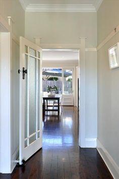 ❤The door but is it upside down?  The door knob is awfully high!