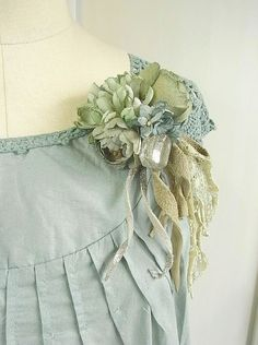 corsage  green mist  hand dyed by kikosattic on Etsy, $98.00 Lace Flowers, Fabric Flowers, Fabric Flower Brooch, Fabric Jewelry, Flower Jewelry, Textile Jewelry, Handmade Flowers, Flower Crafts, Flower Making