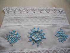 Trabalho em Crochet Aplicação em toalha.