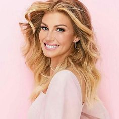 Faith Hill worked at McDonald's. Country Artists, Country Singers, Country Music, Tim Mcgraw Family, Cute Hairstyles, Wedding Hairstyles, Long Hair Cuts, Long Hair Styles, Tim And Faith