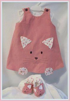 Quoi offrir comme vêtements à un bébé? Cette robe de Lili Pirouette est trop craquante! Allez voir ses créations, c'est adorable.
