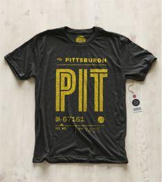 Pilot & Captain – Rust Belt Collection  Pilot & Captain, c'est l'un de nos gros coups de coeur de l'année. Leur concept : vous faire voyager à travers des t-shirts reprenant les codifications des aéroports du monde entier. Simples, stylés, efficaces, les modèles sont exclusivement réalisées à base de typos bien cadrées, aux couleurs subtilement accordées...  http://www.grafitee.fr/tee-shirt/pilot-captain-rust-belt-collection/  #lifestyle #fashion #typo #shirts #USA #Pilot&Captain