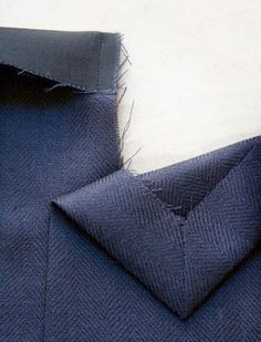 Sewing Techniques Couture This tutorial explains how to sew a two-piece sleeve vent on a lined tailored jacket, just like this: This is the method you will often find in ready-to-wear, where the vent on the shell is first c… Tailoring Techniques, Techniques Couture, Sewing Techniques, Sewing Hacks, Sewing Tutorials, Sewing Patterns, Sewing Tips, Bespoke Tailoring, Couture Sewing