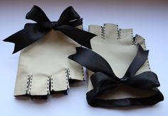 Fingerlose Handschuhe in creme/schwarz mit schicke Schleife!