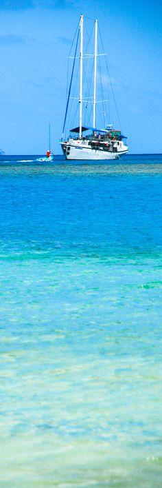 Shades of blue on the great Mackerel Beach, Australia. Perth, Brisbane, Melbourne, Sydney, Australia Travel, Australia Beach, Adventure Of The Seas, Yacht Boat, Tall Ships