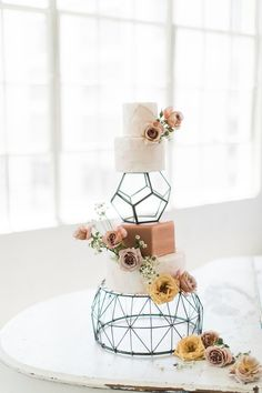 Wedding Cake Fresh Flowers, Floral Wedding Cakes, Fall Wedding Cakes, Wedding Cake Rustic, Wedding Cake Stands, Elegant Wedding Cakes, Wedding Cake Designs, Unique Weddings, Wedding Table