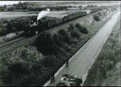 Stoomtrein van Eygelshoven richting Schaesberg. Railroad Tracks, Snow, Memories, Outdoor, Cars, Memoirs, Outdoors, Souvenirs, Autos