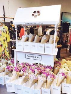 Flowerbx germany pop-up at anthropologie düsseldorf Flower Shop Decor, Flower Shop Design, Flower Truck, Flower Bar, Flower Boxes, Flower Shop Interiors, Flower Studio, Flower Stands, Flower Market