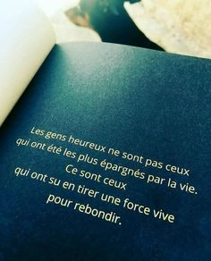 Les gens heureux ne sont pas ceux qui ont été les plus épargnés par la vie. #citation #citationdujour #proverbe #quote #frenchquote #pensées #phrases Some Quotes, Daily Quotes, Words Quotes, Positive Attitude, Positive Thoughts, Positive Quotes, Strong Words, Quote Citation, Some Words