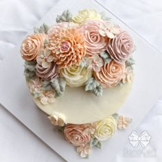 Floral/Flower Buttercream Cake 6 Crescent Style by BonaCeri - Baking - Torten Gorgeous Cakes, Pretty Cakes, Cute Cakes, Amazing Cakes, Bolo Floral, Floral Cake, Buttercream Flower Cake, Frosting Flowers, Cake Flowers