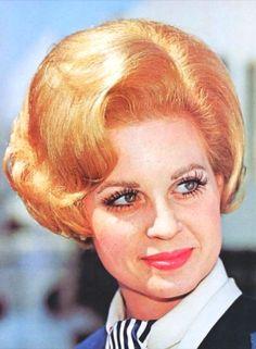 1960 Hairstyles, Vintage Hairstyles, Cool Hairstyles, Hairdos For Short Hair, Short Hair Styles, Bad Hair, Hair Day, Ugly Hair, Helmet Hair
