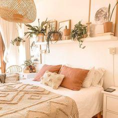 Warm Bedroom, Bedroom Inspo, Home Decor Bedroom, Bedroom Ideas, Master Bedroom, Decoration Inspiration, Room Inspiration, Decor Ideas, Deco Addict