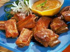 Crispy Mandarin Riblets - No one will be able to resist these delicious rib pieces, especially when served with Mandarin Orange Sauce. Add warm rolls and steamed corn-on-the cob to complete the menu. Pork Rib Recipes, Sauce Recipes, Asian Recipes, Crockpot Recipes, Great Recipes, Favorite Recipes, Chinese Recipes, Chinese Food, Riblets Recipe