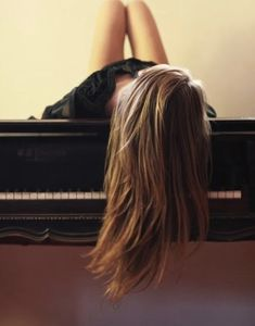 Piano Man, Plays, Romantic, Long Hair Styles, Music, Beauty, Games, Musica, Musik