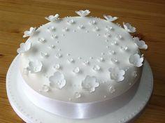 tort komunijny dla dziewczynki