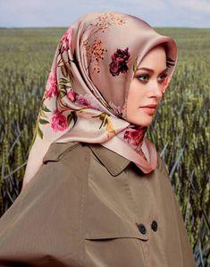2017 most fashionable silk scarf models – Hijab Clothing & Fashion Turkish Hijab Style, Hijab Style Tutorial, Head Scarf Styles, Hijab Chic, Abaya Fashion, Beautiful Hijab, Hijab Outfit, Cute Fashion, Womens Scarves
