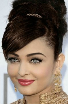 Aishwarya Rai is a talented artist and very popular among fans. Aishwarya Rai photo gallery with amazing pictures and wallpapers collection. Beautiful Girl Indian, Most Beautiful Indian Actress, Beautiful Eyes, Most Beautiful Women, Actress Aishwarya Rai, Aishwarya Rai Bachchan, Beautiful Bollywood Actress, Beautiful Actresses, Mangalore