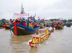 Lễ hội Cầu Ngư là lễ hội lớn nhất của ngư dân Đà Nẵng. Người ta coi Cá Ông như sự tôn kính linh thiêng mang lại sự bình an, thịnh vượng cho ngôi làng biển