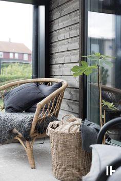 Modern and moody house exterior and boho patio styling Exterior Design, Interior And Exterior, Outdoor Spaces, Outdoor Living, Porch Garden, Balcony Gardening, Patio, Deco Design, My Living Room