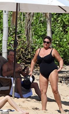 Pierce Brosnan, looked to be thoroughly enjoying his isolation as he frolicked shirtless on the beach in Hawaii this weekend with his swimsuit clad wife Keely Shaye Smith. Celebrity Cellulite, Celebrity Bikini, Mature Women Hairstyles, Haircuts For Fine Hair, Autumn Fashion Women Fall Outfits, Casual Fall Outfits, Funny Pictures Of Women, Celebrity Pictures, Skinny Celebrities