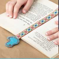 Make a personalized bookmark that showcases a favorite color and shape. Quick & easy, free patterns & tutorial!