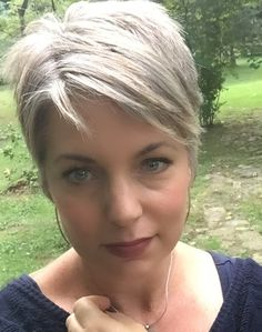 Stephanie Weisend - Grey hair Pixie, grey Short haircut -