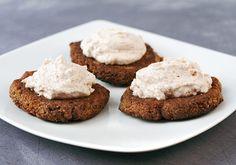 Weganie: bez glutenu - placuszki gryczano-lniane z kremem kokosowo-migdałowym
