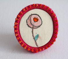 Cerámica y fucia fieltro broche con una flor  uno de por CasaAbril, €18.00