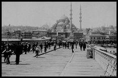 """45 Beğenme, 0 Yorum - Instagram'da BaşkentIstanbulFotoğrafları (@siyahbeyaz_istanbul): """"Gaalta Köprüsü,1890'lar."""" Historical Pictures, Istanbul, Paris Skyline, Taj Mahal, Nostalgia, Louvre, Street View, City, World"""