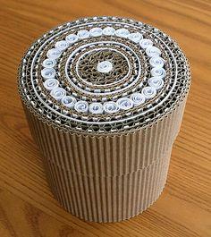 Boîte carton ondulé et marqueterie de carton http://lacartonnite.prendonne.fr